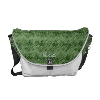 La bolsa de mensajero urbana verde del grabado de  bolsas de mensajeria