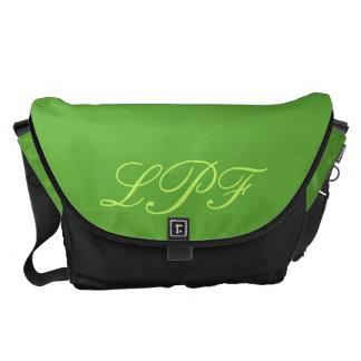 La bolsa de mensajero verde del carrito del monogr bolsas de mensajería