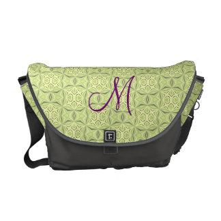 La bolsa de mensajero verde suave del carrito del  bolsas de mensajería