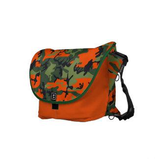 La bolsa de mensajero verde y anaranjada de la imp bolsas de mensajería