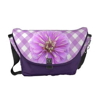 La bolsa de mensajero - Zinnia de la lila en enrej Bolsa De Mensajeria