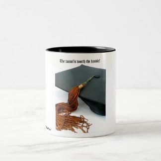 La borla digno de la graduación del molestia taza de dos tonos