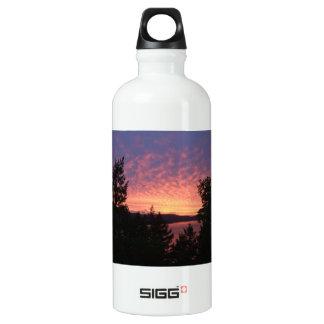 La botella de agua de aluminio de la salida del