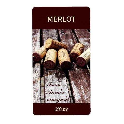 La botella de vino tapa la etiqueta de la botella  etiqueta de envío