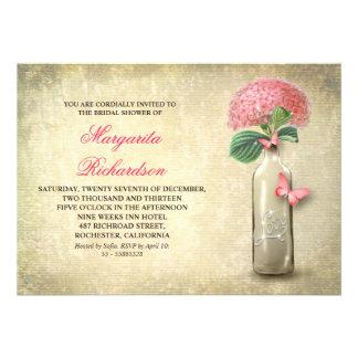 La botella de vino y la ducha nupcial de las flore