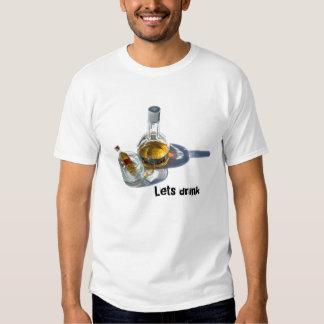 La botella del coñac, deja la bebida poleras
