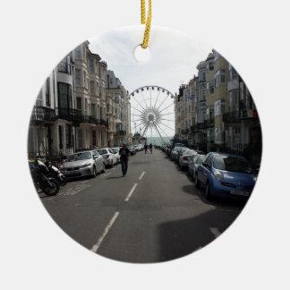 La Brighton rueda adentro Brighton, Reino Unido Adorno Navideño Redondo De Cerámica