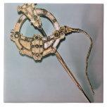 La broche de Tara, de Bettystown, condado Meath (C Azulejo Cuadrado Grande