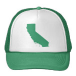 La broche del verde de California detrás enreda el Gorra