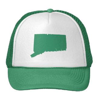 La broche verde del estado de Connecticut detrás Gorras