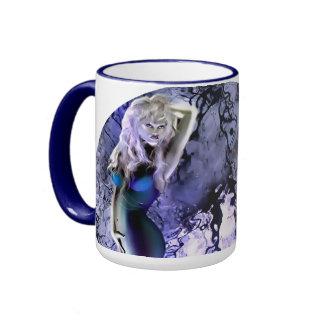 La bruja del mar asalta 2 taza de dos colores