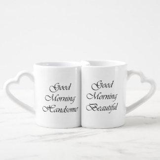 La buena mañana junta las tazas tazas amorosas