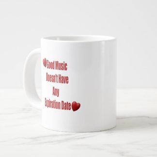 La buena música no expira taza de la taza de café taza grande