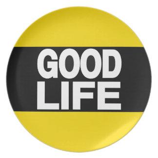 La buena vida amarillea de largo plato para fiesta