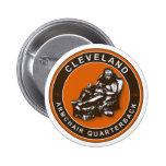 La BUTACA QB - botón del fútbol de Cleveland Pins