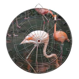 La cabeza de un flamenco debajo del agua tablero de dardos