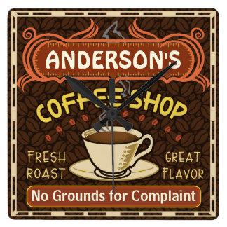 La cafetería con la taza crea sus los propios reloj cuadrado