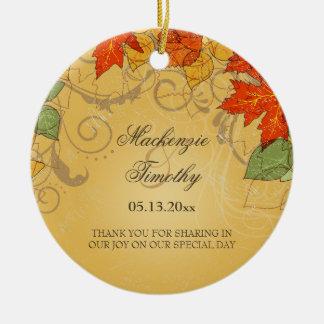 La caída anaranjada del oro del vintage deja favor adorno navideño redondo de cerámica