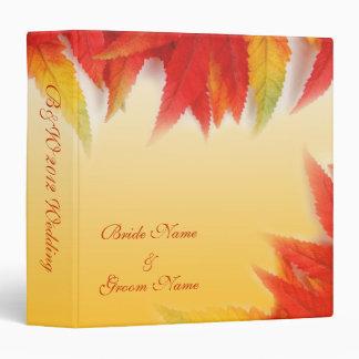 La caída, color del otoño deja la carpeta del boda
