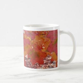 La caída colorea la taza