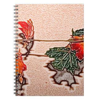 la caída deja el naranja de la hoja del otoño de libros de apuntes