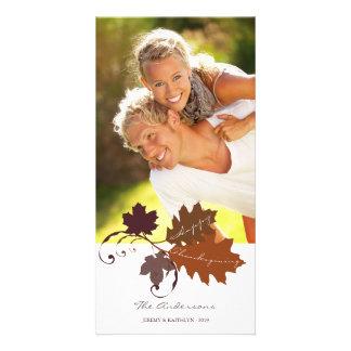 La caída del otoño deja la tarjeta de la foto del tarjeta fotográfica