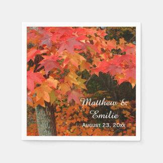 La caída del otoño deja servilletas del boda servilletas de papel