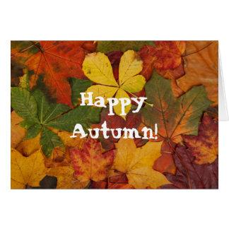 La caída feliz del otoño deja la tarjeta de felici