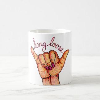 La caída suelta la mano taza