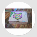 La caja de gato esencial pegatina redonda