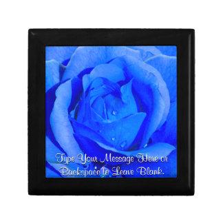 La caja de regalo color de rosa azul personaliza e