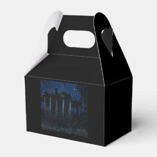 La caja vieja del favor de la casa caja para regalos de fiestas