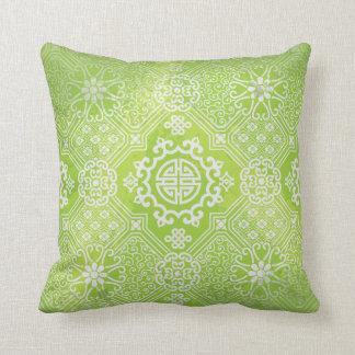 La cal y el mendhi gris diseñan la almohada