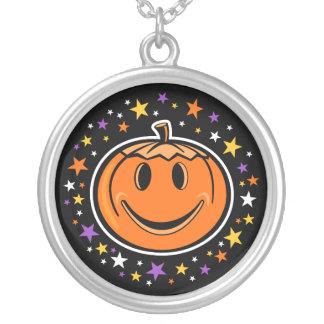 ¡La calabaza sonriente de Halloween elige su Colgante Redondo