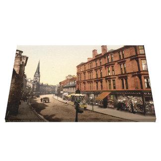 La calle principal, Dumbarton, Escocia envolvió la Lona Envuelta Para Galerías