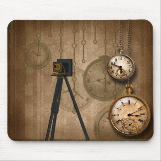 La cámara antigua del vintage encadena los relojes mousepads
