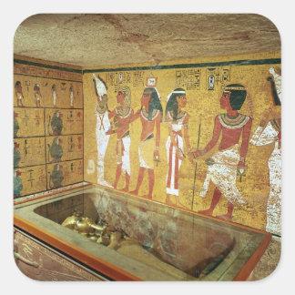 La cámara de entierro en la tumba de Tutankhamun Pegatina Cuadrada