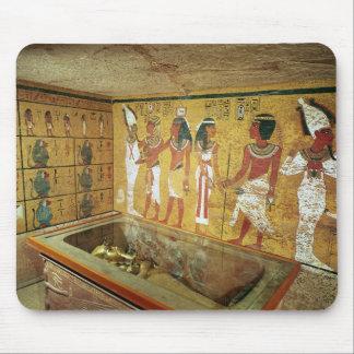 La cámara de entierro en la tumba de Tutankhamun Alfombrilla De Raton