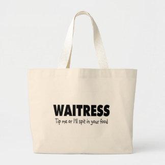 La camarera inclina me o el escupitajo enfermo en  bolsa de mano