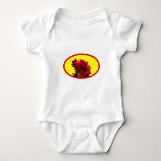La camelia BG amarillea los regalos de Zazzle del Tee Shirts