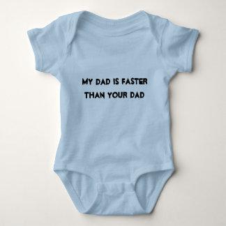 """La camisa de la raza del bebé """"mi papá es más"""