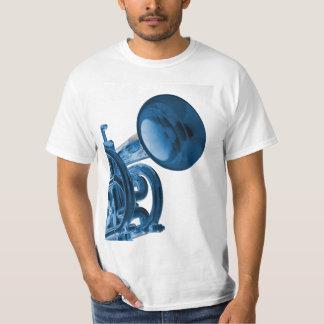 """La camisa de la trompeta o del cucurucho """"me besa"""