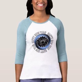 La camisa de las mujeres de la Feliz Año Nuevo 2