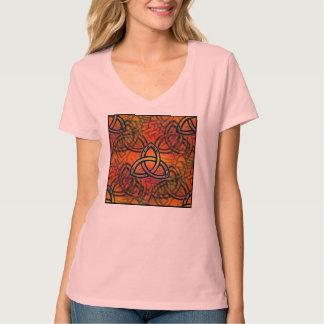 """La camisa de las mujeres de la """"trinidad"""" diseñó"""