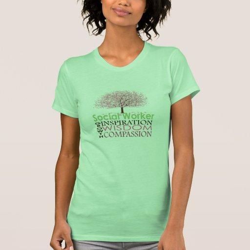 La camisa de las mujeres del asistente social