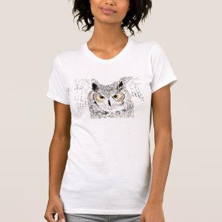 La camisa de las mujeres del búho de cuernos