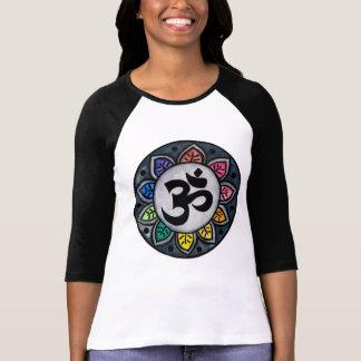 La camisa de las mujeres serenas del color