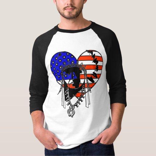La camisa de los hombres indios americanos