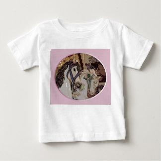 La camisa de los niños del diseño de los caballos