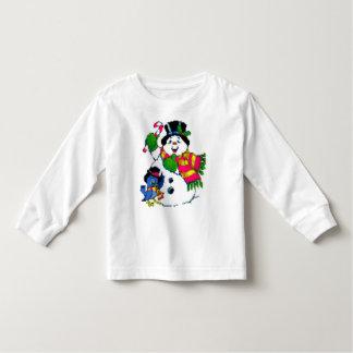 La camisa del niño alegre del muñeco de nieve del